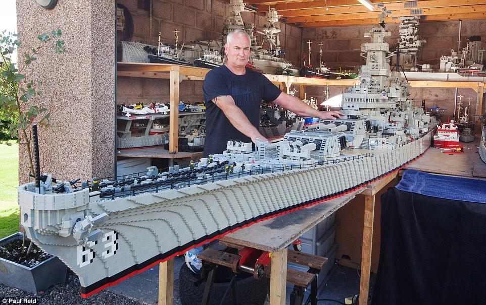 花3年打造「巨型樂高戰艦」 他本以為是世界最大...竟然跳出一個人贏過0.4公尺!