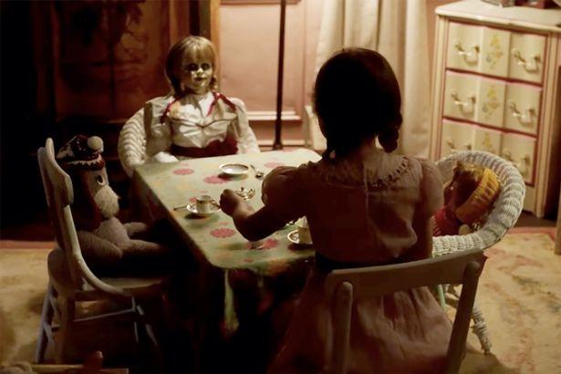 電影版本《安娜貝爾》根本是童話故事!牧師在祂面前「說錯一句話」 下半輩子再也站不起來...