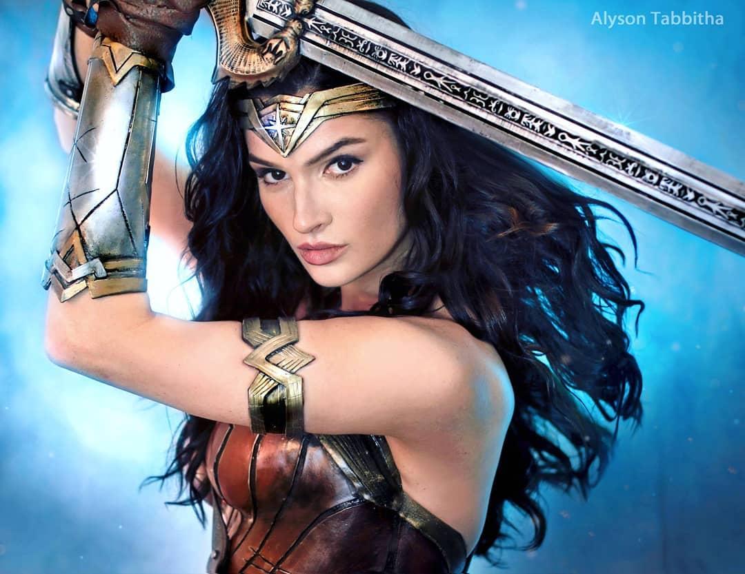 影迷也認錯!Coser神模仿「神力女超人」 超猛化妝技術變傑克船長也OK