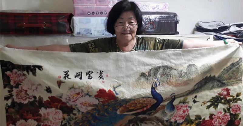 魏瓔珞轉世!神人阿嬤花3年刺繡「花開富貴圖」 超細膩構圖讓孔雀感覺隨時會飛!
