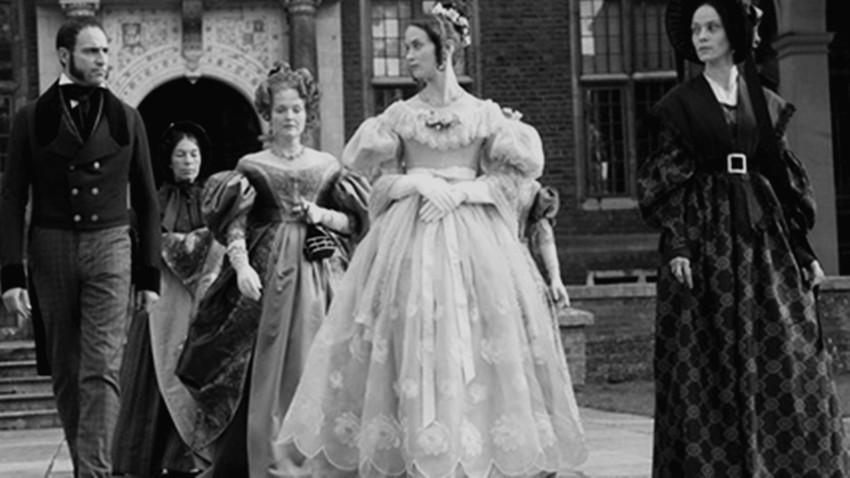 有錢人服裝很搞剛!英國上流社會女人「蓬裙底下的塑膠骨架」 為了美麗最後壓壞肉體