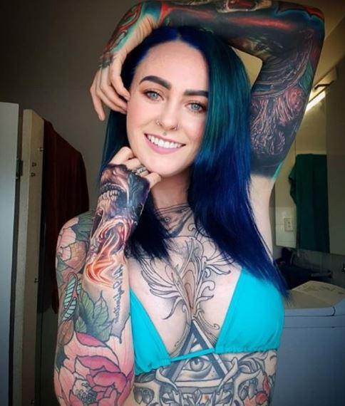 醫學院光環因「刺青太多」直接打碎!她走進餐廳「屁股還沒熱」就被趕:妳會影響客人