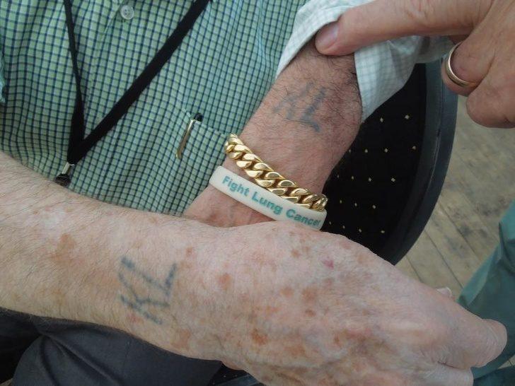 22個「背後故事超催淚」的美麗刺青 爺爺握著的手再也不用插管了...