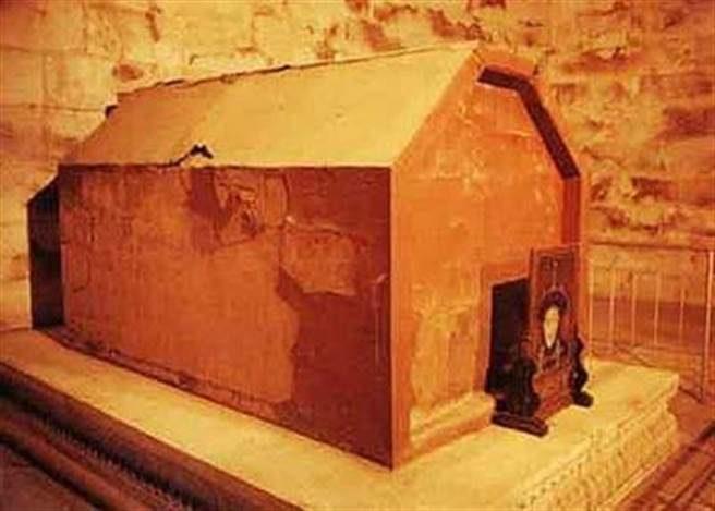 慈禧超奢華棺材「最後卻變俗氣暗紅木棺」 滿滿金銀財寶卻因為愛面子...連一張冥紙都不剩!