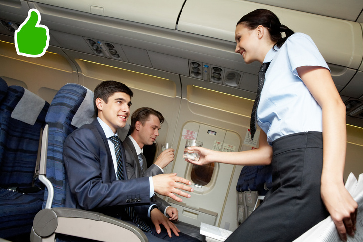 7個空服員「為什麼一定要偷看乘客」的祕密 記住猛男也是重要工作