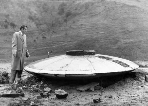 台灣漁船撈到「9公尺外星秘密」 美軍艦在「超詭異時間出現」全攔截