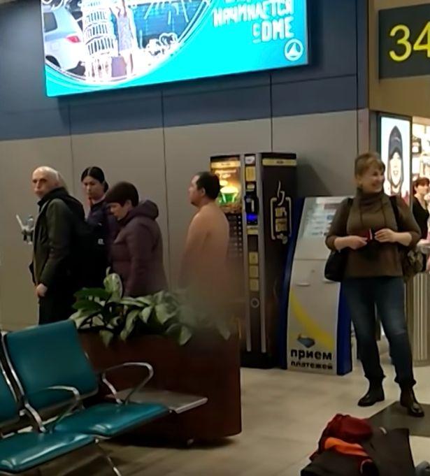 俄狂人堅持用「最原始方式」登機 警方問出「超扯原因」傻眼:原來是學過力學的專家...