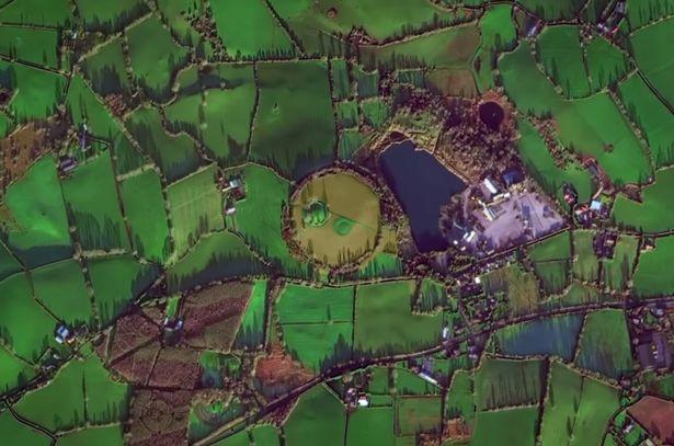 衛星圖像出現「神秘圓形土丘」...放大驚見「巨石詭異圍繞」 專家:全是人類犧牲的痕跡!