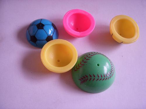 7年級生「秒懂的懷舊玩具」真名曝光 網友被「七彩半圓」勾起回憶:這是瘀青製造機啊!