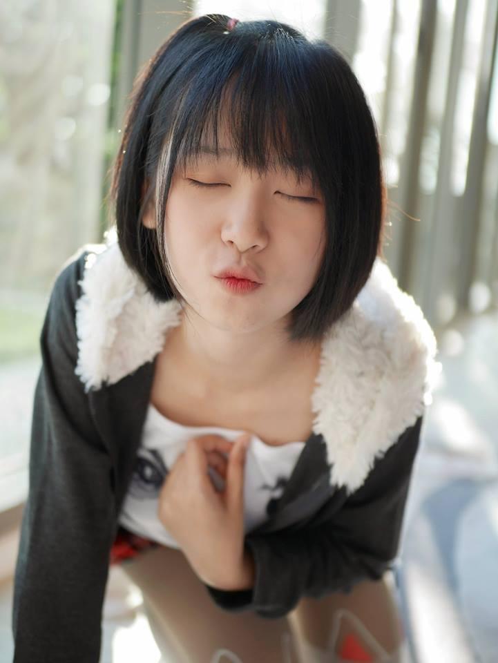泰國清純網紅曬「泳裝照」超蘿莉 跨下驚見「超MAN一大包」她解釋:我不是偽娘!