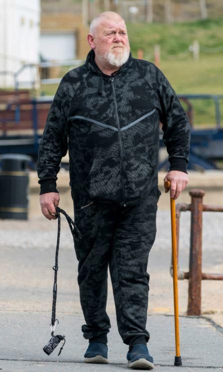 63歲阿伯騎車被突然出現的「藍寶基尼撞倒」 暴怒給對方「一掌巴下去」嚇傻:是奇異博士!