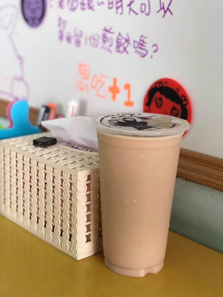 時尚妹硬要「大涼奶」早餐店員超疑惑 釣出「南部網友」神解:只有台北人會這樣喝!