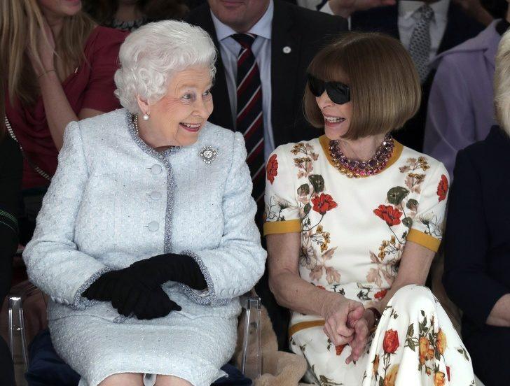 10位名人與英國女王碰面時「犯下的致命錯誤」 貝克漢竟指定「要女王封他當爵士」!