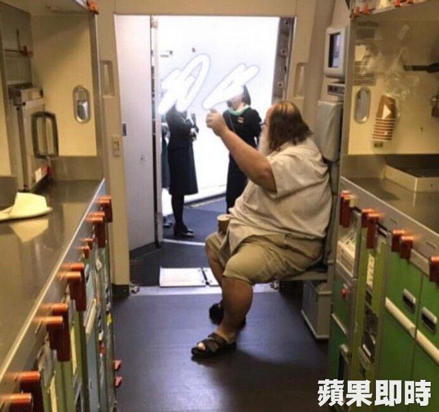 洋男強迫空服員「幫忙擦下面」惹來眾怒!長榮爆:他3月已經不在世上了