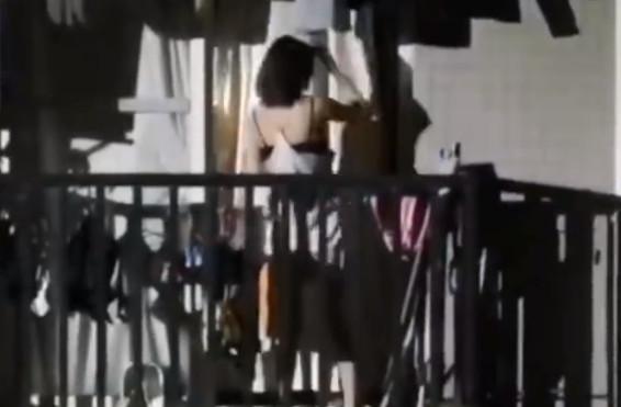 一停電就開趴!男宿打燈女生陽台「性感睡衣熱舞」 他嗨到「射煙火」慘被帶去調查