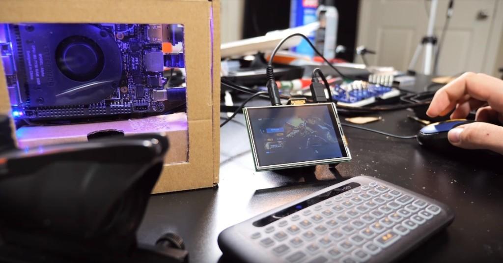 直播主挑戰自組「迷你版電競電腦」成果超驚人 「跟銅板一樣大」而且他還打贏了!