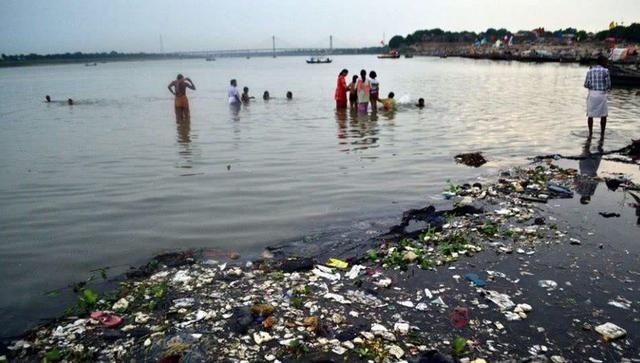 世界最髒的河竟「做成礦泉水」販賣!民眾拿來「刷牙洗臉」供成神水 甚至計劃出口國外