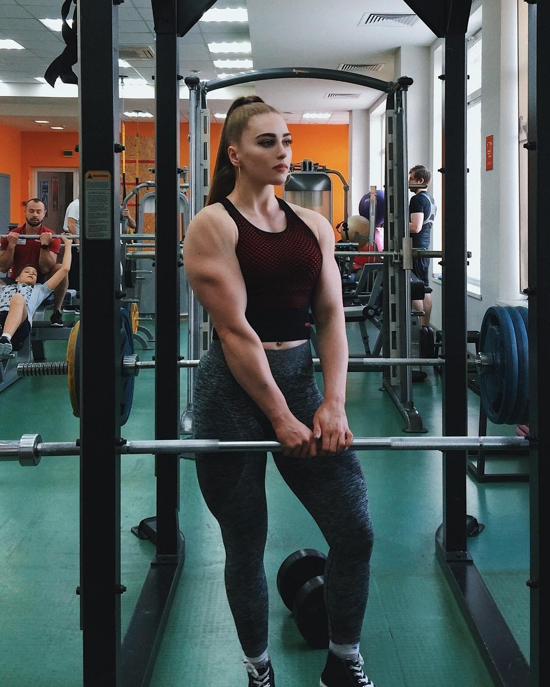 俄羅斯正妹「超大反差萌」爆紅!清純臉蛋配上「超猛肌肉線條」全身照讓網傻眼:太違和