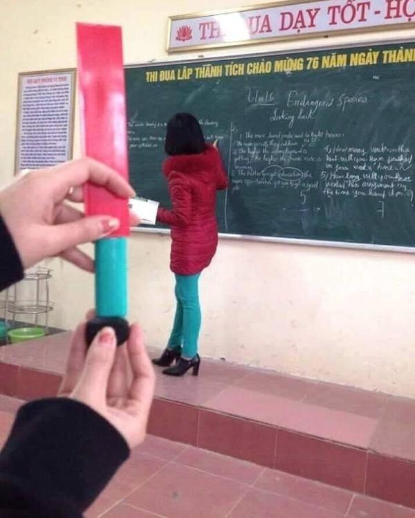 搞怪學生「用文具幫老師穿衣服」讓網笑翻 他最後拿出「胡蘿蔔」直接完勝!