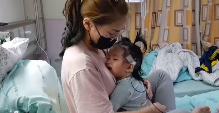 戴助聽器也沒用!2歲聽障女童「第一次聽見聲音」嚎啕大哭 媽:對她有虧欠