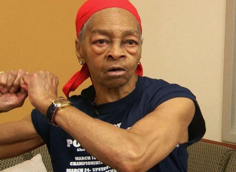 歹徒硬闖「82歲阿嬤家行竊」卻被打到住院 她是「舉重王」硬舉102公斤!