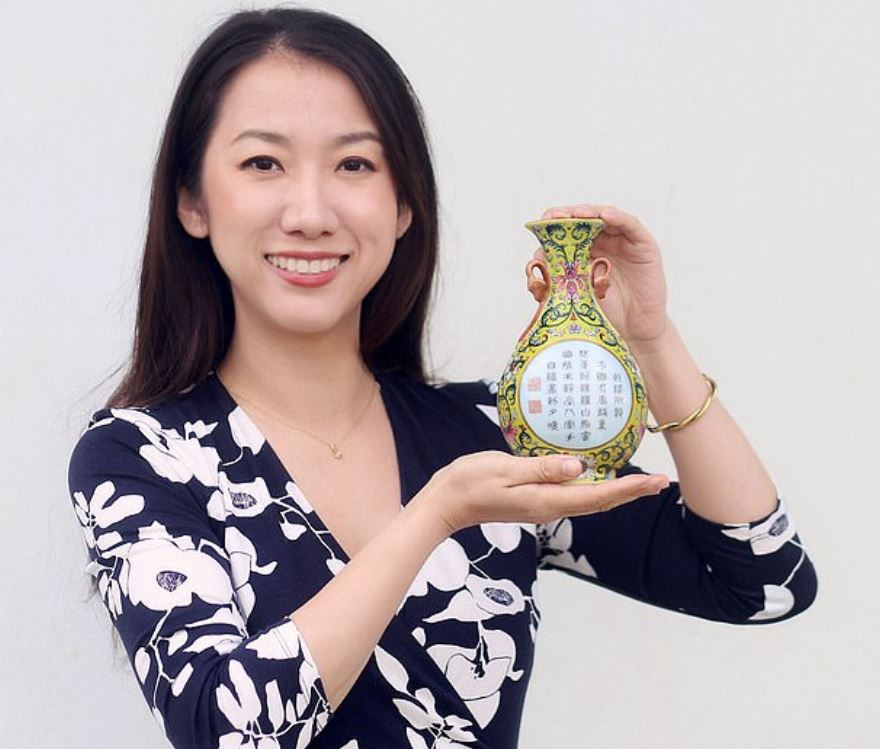 男子把「40元小花瓶」放到網上拍賣 意外發現是「乾隆家傳御寶」爽賺千萬!