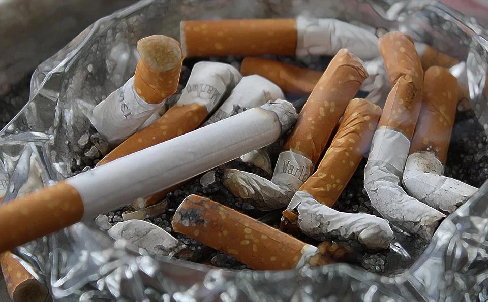 男子陽台抽菸...隔壁孕婦怒求償10萬 控「侵害住家安寧」法院判決結果出爐!