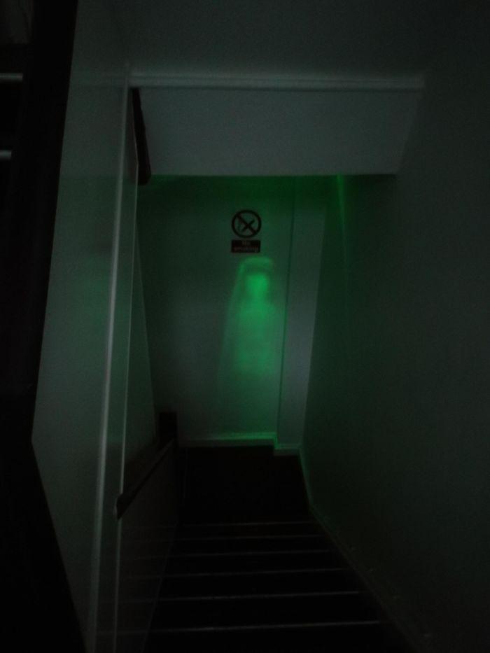 20張「讓人嚇到飆髒話」的驚悚錯覺照 兒子「床上出現鬼娃」開燈後超傻眼!