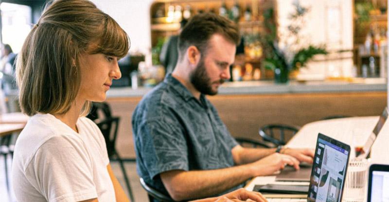 研究顯示「與同事調情」可減低工作壓力 建立「熱情關係」讓員工更有自信!