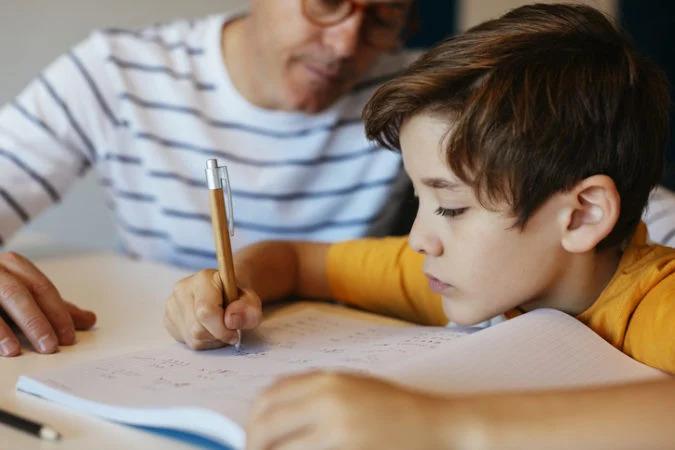 10歲妹不寫作業因為「題目太沒品」 考卷上霸氣宣言說服老師:你不用寫!