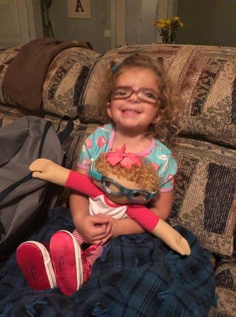 她幫特殊孩童打造「像我一樣的娃娃」 只為讓他們「更愛自己」❤