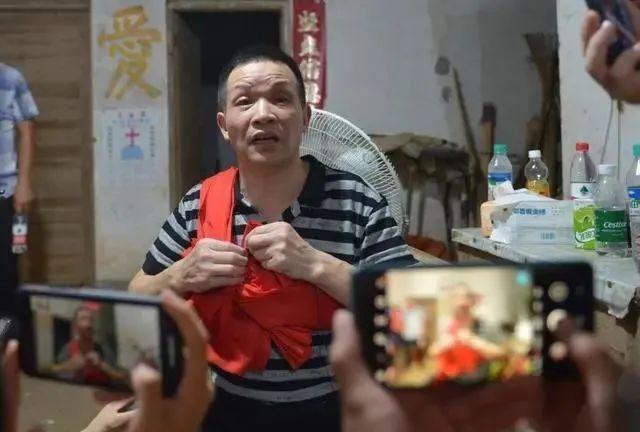 無辜男被警「酷刑逼認罪」 他「蹲27年冤獄」才無罪釋放!
