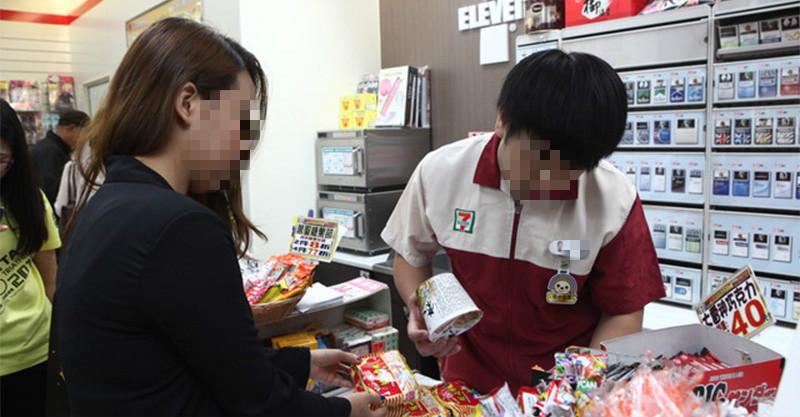 10個不要在超商做的「超白目客人行為」 拿0元包裹就是該帶證件啦!