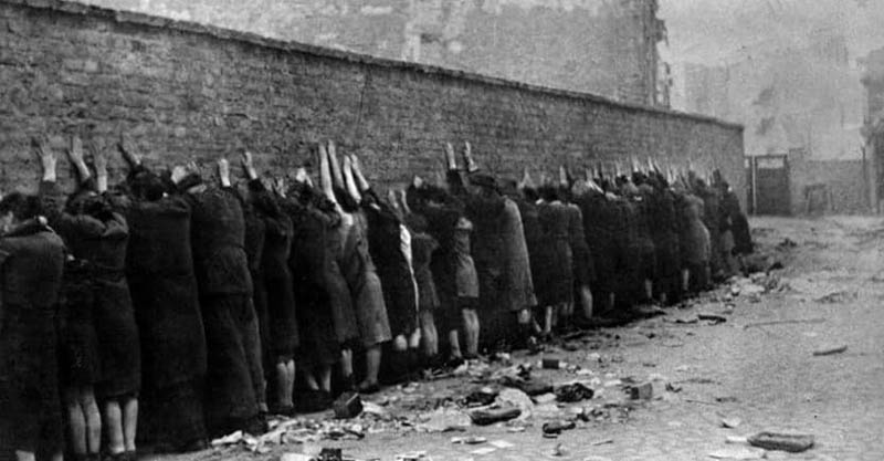 15個讓人「看到戰爭沒贏家」的二戰時期超黑暗真實照,#14千名日軍被鱷魚咬